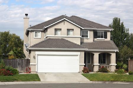 교외 동네에서 아름다운 집