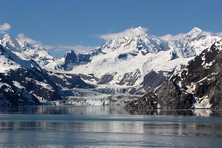 alaska scenic: Beautiful scenic view of Glacier Bay in Alaska