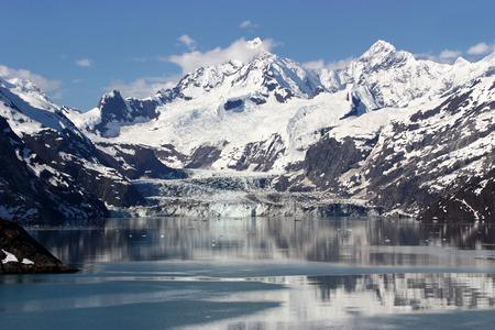 alaska scenic: Scenic view of Glacier Bay in Alaska