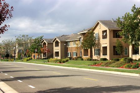 viviendas: Moderno complejo de apartamentos en el barrio de los suburbios