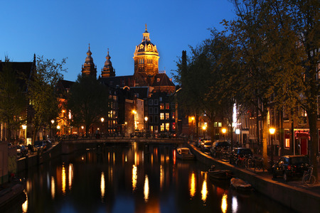 St Nichloas Church from the Red-light district, Amsterdam, The Netherlands 版權商用圖片