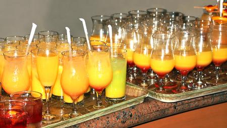 vaso de jugo: Bebidas coloridas en el Partido