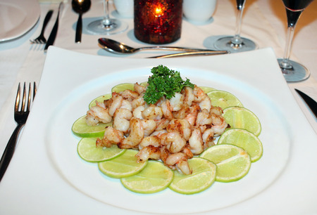 Plate of shrimps at the restaurant 版權商用圖片