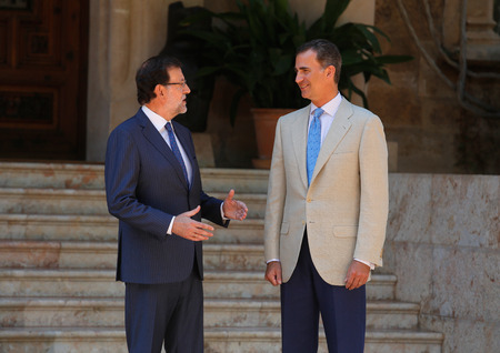rajoy: Palma de Mallorca, Spain - August 8, 2014 - Spain King Felipe (R) and Prime minister Mariano Rajoy speak before their summer meeting at the Marivent Palace in the spanish island of Mallorca.