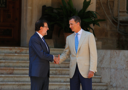 rajoy: Palma de Mallorca, Spain - August 8, 2014 - Spain King Felipe (R) and Prime minister Mariano Rajoy shake hands before their summer meeting at the Marivent Palace in the spanish island of Mallorca.