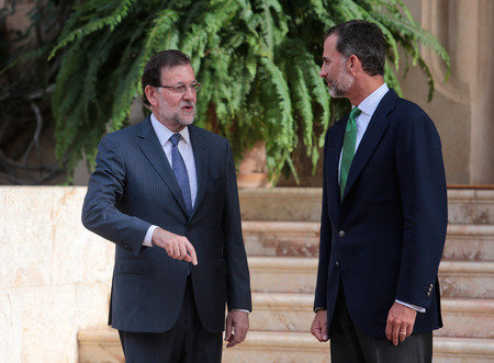 rajoy: Palma de Mallorca, Spain - August 7, 2015 - Spain King Felipe (R) and Prime minister Mariano Rajoy speak before their summer meeting at the Marivent Palace in the spanish island of Mallorca.