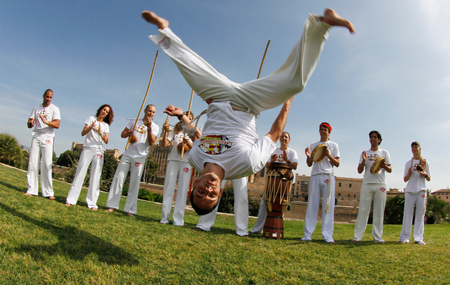 Palma de Mallorca, Spain - May 14, 2011 - Capoeira dancers training outdoors during sunny journeys in the Spanish island of Mallorca Éditoriale