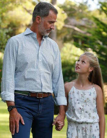Palma de Mallorca / Spain- August 4, 2019: Spain Royal family King Felipe and Queen Letizia with princess Leonor and Sofia pose in the Marivent palace gardens during their summer holidays in the island of Mallorca Éditoriale