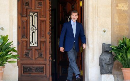 Palma de Mallorca / Spain - August 7, 2019: Spain King Felipe leaves Marivent palace to meet Prime minister Pedro Sanchez for their traditional summer meeting in Marivent Palace in the island of Mallorca Éditoriale