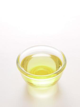 Nahaufnahme von einer Schale mit Speiseöl