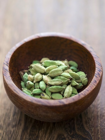 close up of a bowl of cardamon pods Stockfoto