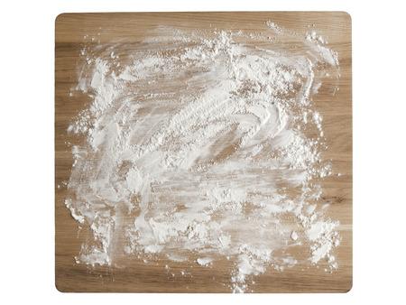 harina: Close up de placa de hornear enharinada de madera