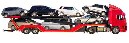 白で隔離される赤のダブルデッカー車のキャリア