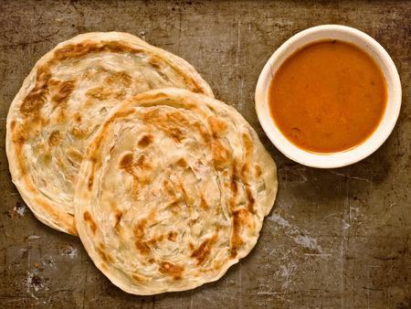 素朴なインドのロティ パラタ揚げパンケーキのクローズ アップ