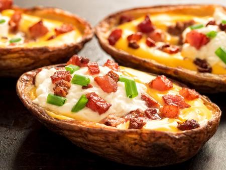 素朴な焼きジャガイモの皮のクローズ アップ 写真素材 - 39309043