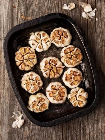 garlic: close up de ajo asado rústico Foto de archivo