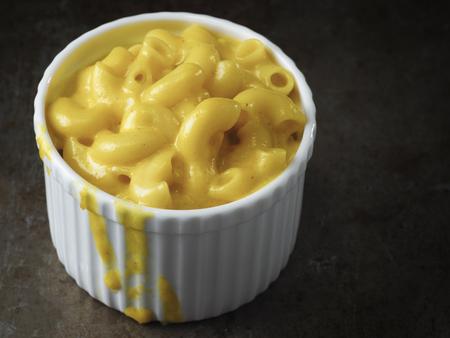 素朴なアメリカ英語マカロニ チーズのクローズ アップ 写真素材