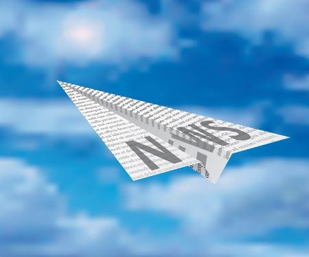 peri�dico: avi�n de papel sobre cielo nublado