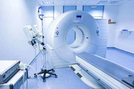 resonancia magnetica: CT (tomograf�a computarizada) del esc�ner en el laboratorio del hospital.