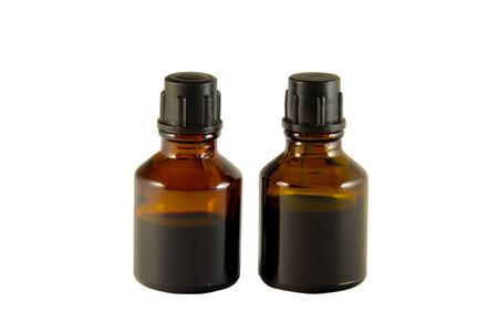 Zwei Flaschen von Jod und Brillantgrün isoliert auf weißem Hintergrund