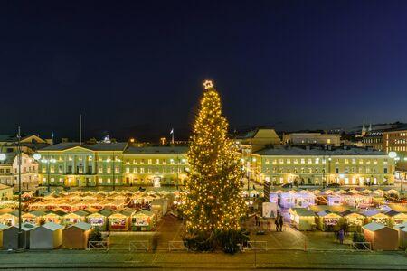 HELSINKI, FINLAND - December 10, 2019: Christmas market on Senate Square. Cathedral, tree at night Foto de archivo