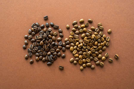 Perfect coffee light and dark roasted beans on brown background close up, flat lay Standard-Bild
