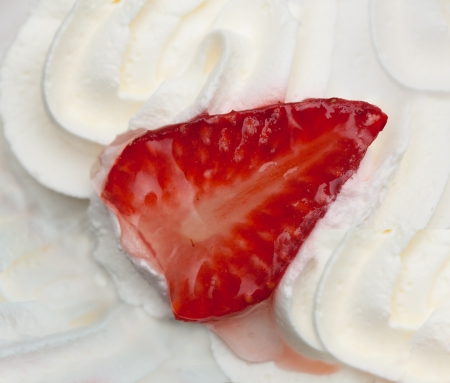 whipped cream: Cake with strawberry