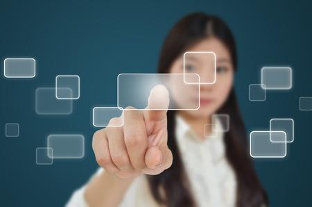 dotykový displej: Obchodní žena lisování na průtokovém tlačítek