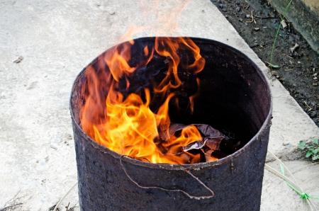 """przodek: Spalanie faÅ'szywych pieniÄ™dzy i papieru materiałów na cześć przodka w chiÅ""""skim festiwalu Zdjęcie Seryjne"""
