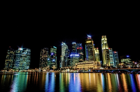 Singapore city skyline view of business district in the night time, with beautiful water reflections. Reklamní fotografie - 20925242