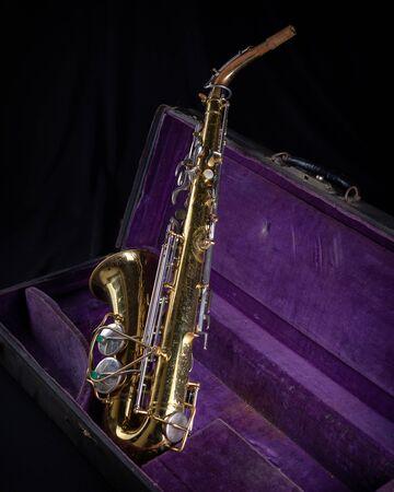Alto Sax, Gold Lacquered in Deep Purple Velvet-Lined Hard Case back 1 on black background Stock fotó