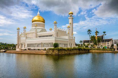 ble: Beautiful View of Sultan Omar Ali Saifudding Mosque, Bandar Seri Begawan, Brunei, Southeast Asia