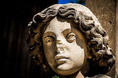 illuminati: Busto illuminata di angelo con sfondo scuro - Valtice, Repubblica Ceca