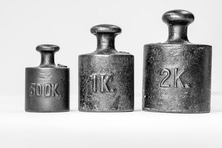 calibration: Raccolta dei pesi Te Ferro dell'annata di calibrazione su sfondo bianco Archivio Fotografico