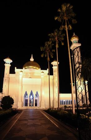 omar: Beautiful Night View of Front Site of Sultan Omar Ali Saifudding Mosque, Bandar Seri Begawan, Brunei, Southeast Asia Stock Photo
