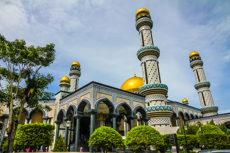 seri: Beautiful View of Jame Asr Hassanil Bolkiah Mosque with Green Plants in Front - Bandar Seri Begawan, Brunei, Southeast Asia Stock Photo