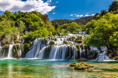아름 다운 Skradinski 북 폭포 Krka 국립 공원에서 - 달마 티아 크로아티아, 유럽 스톡 콘텐츠