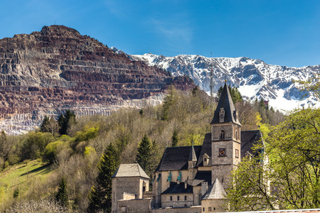 Gothic Parish Church Of Saint Oswald With Erzberg In The Background  - Eisenerz, Styria, Austria, Europe Stock Photo