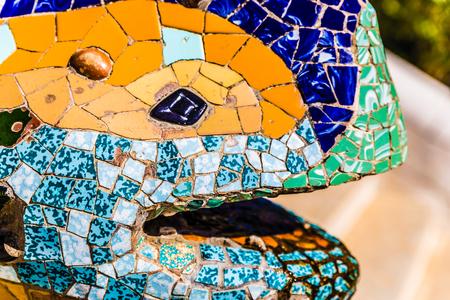 """Cabeza De Mosaico Multicolor Salamandra """"El Drac"""" - Parque Guell, Barcelona, ??Cataluña, España, Europa"""