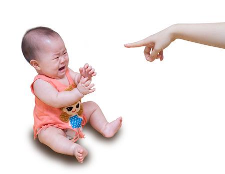 crying boy: Bebé asiático llorando mientras la madre regañando aislado en fondo blanco Foto de archivo