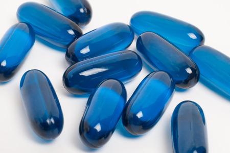 pastillas: p�ldoras de vitamina y la medicina en el fondo blanco Foto de archivo