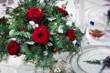 Bunch of roses on white kitchen table with chrismas-tree decorations  Stock fotó