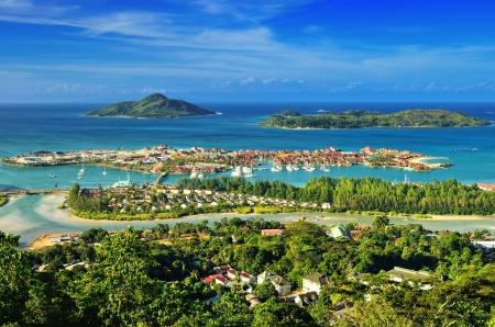 빅토리아 관점, 마헤에서 세이셸 제도 및 고급 에덴 섬의 해안선에 공중보기