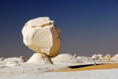 The limestone formation in White desert, Sahara, Egypt Imagens