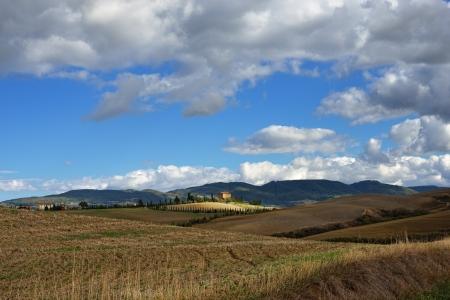 Idyllic rural Tuscan landscape near Pienza, Vall d Stock Photo - 17094920