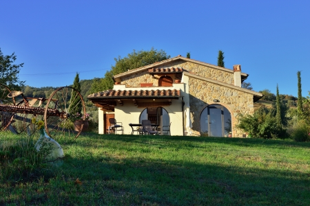 Typical Tuscan old farmhouse  View on the facade from courtyard at sunrise Stock Photo - 17094955
