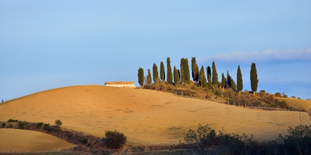 Idyllic Tuscan landscape at sunset near Pienza, Vall d Stock Photo - 17094870