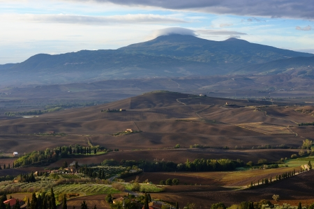 Idyllic Tuscan landscape at sunset near Pienza, Vall d Stock Photo - 17094926