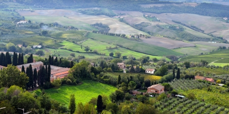 Idyllic Tuscan landscape near Montepulciano at evening time, Vall d Stock Photo - 18129146