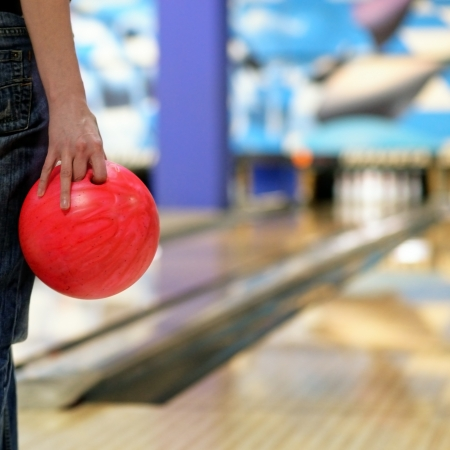 Hand with the bowling ball  Imagens